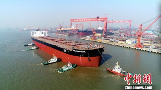 排水量超7艘辽宁舰 中国建造世界顶级矿砂船下水