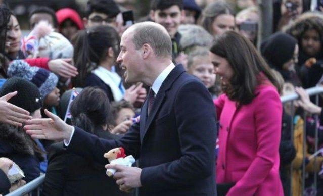 凯特王妃即将迎来第三个孩子 展示母爱一面