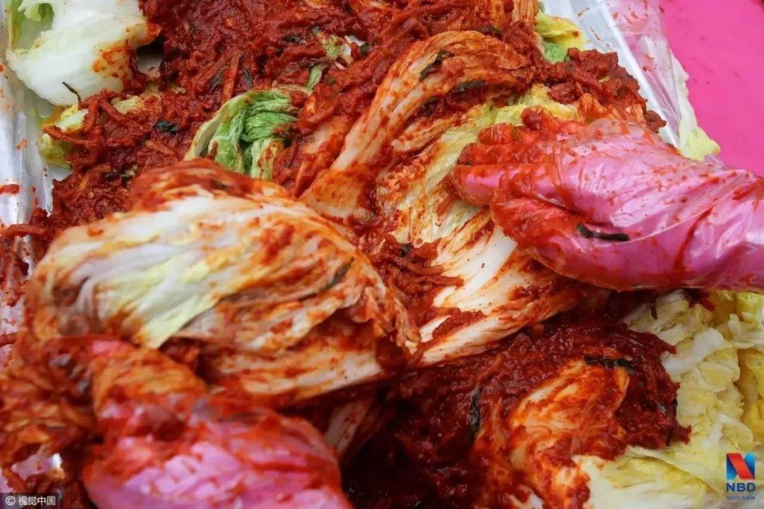 韩国人很憋屈 进口泡菜99%来自中国