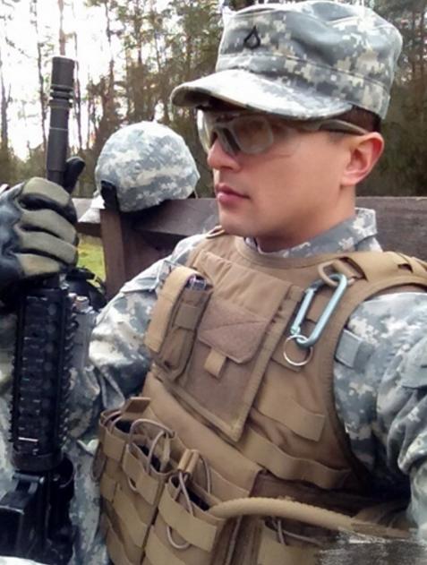成都小伙美国参军 磨破双手体能课拿满分