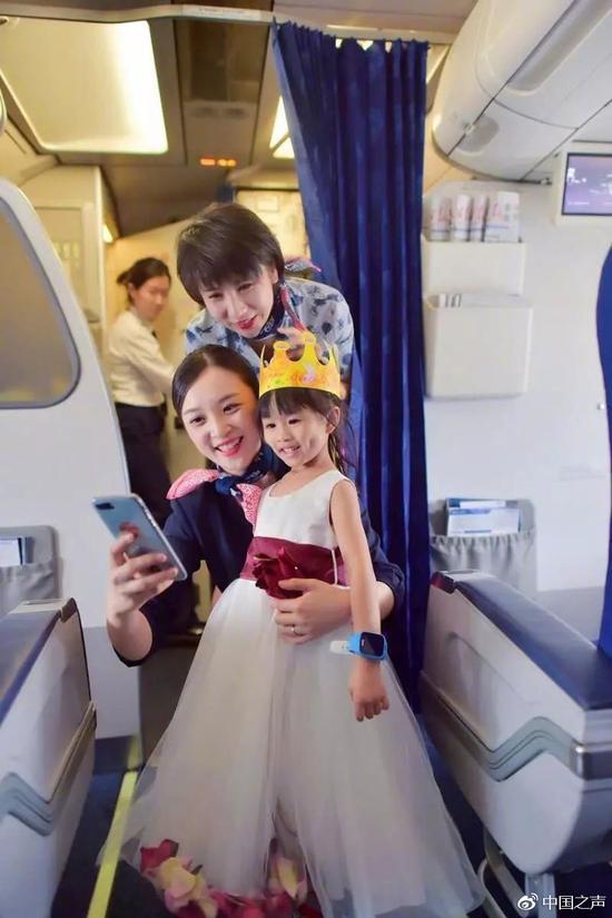 今天起飞机上可以使用手机