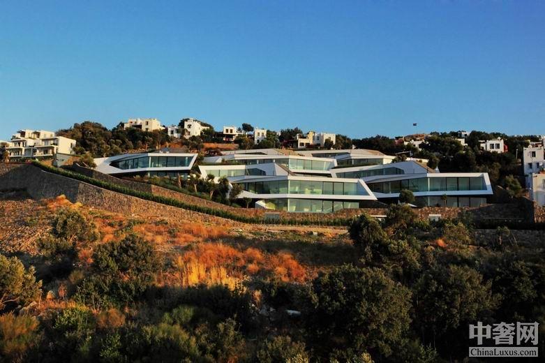 Hebil 157豪宅:不规则的建筑外形赋予了海湾新鲜的空气