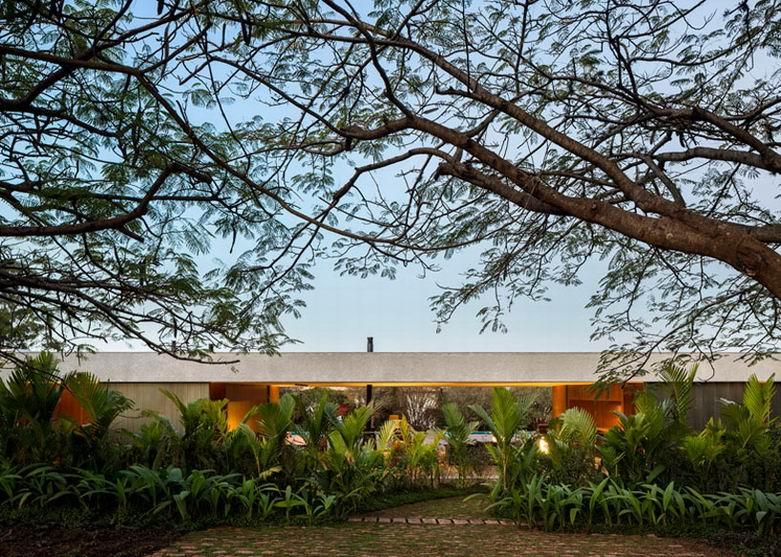 巴西Lee豪宅:起居室和餐厅可以直通小花园