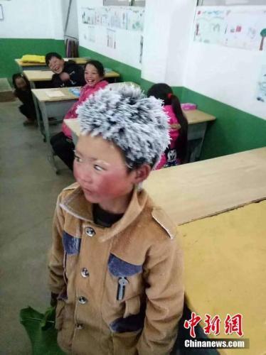 冰花男孩看升旗 开启三天的北京圆梦之旅