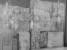 吴家堡村村民将收藏多年的1000多份地契捐给档案馆