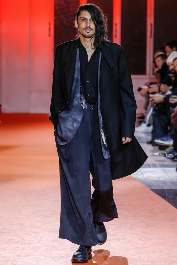 Yohji Yamamoto(山本耀司)于巴黎时装周发布2018秋冬系列男装秀