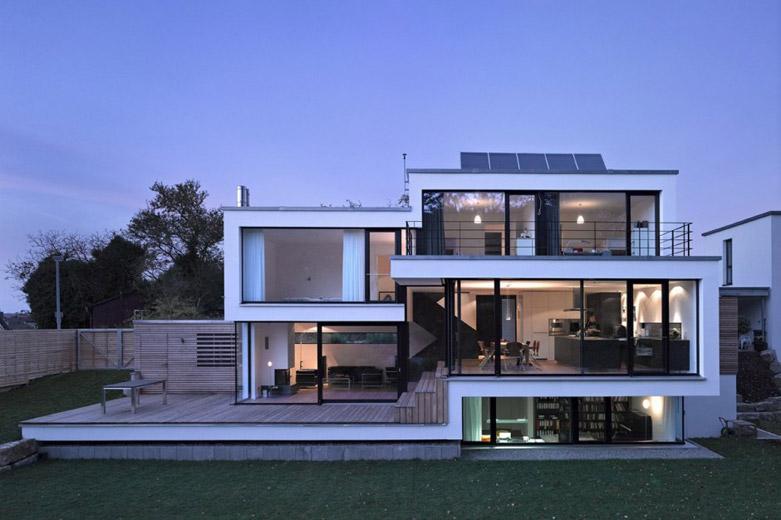 德国乡村豪宅:大量滑动玻璃的设计打造一个开放式的生活方式