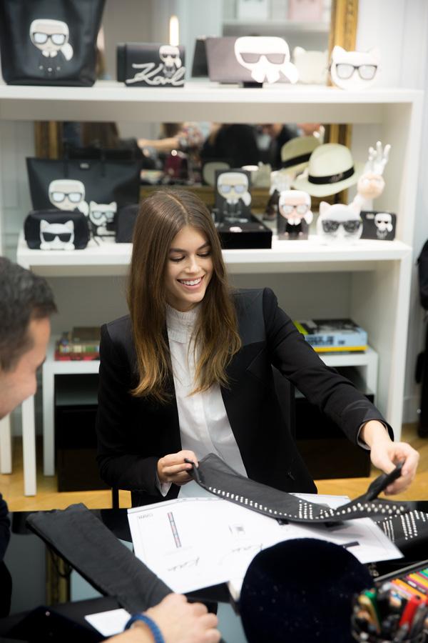 "Karl Lagerfeld同Kaia Gerber携手合于2018年秋季推出""Karl Lagerfeld × KAIA""胶囊系列"