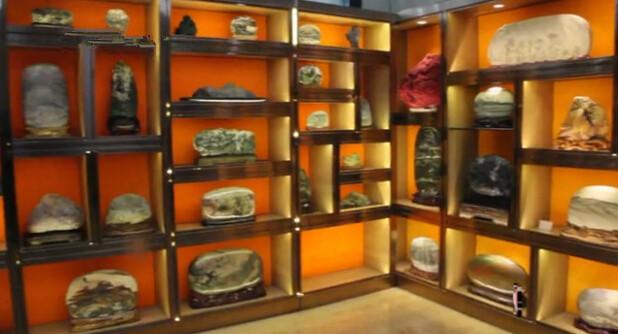 藏石达人10年收藏600多块黄河奇石 陈列于甘肃艺术馆