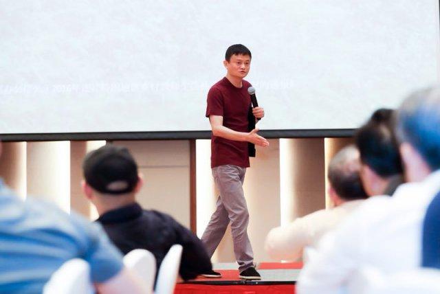 马云邀企业家探讨脱贫 脱贫要从教育做起