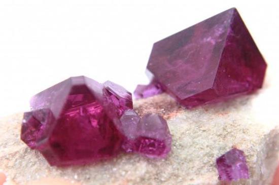 紫色宝石塔菲石:比钻石还稀有的宝石