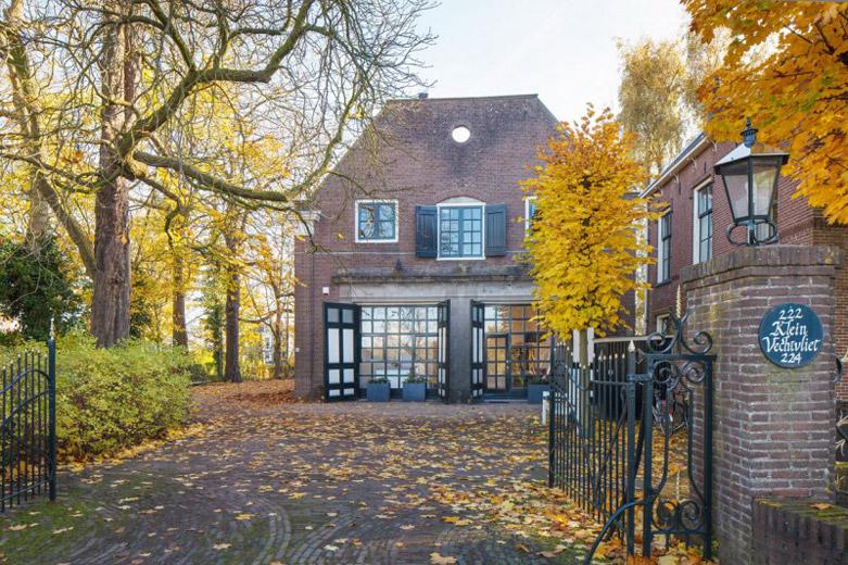 荷兰三百年老马厩新生住宅:有效地继承和利用了可贵的历史遗产