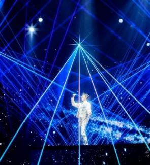 进口小哥哥迪玛希世界巡回演唱会 施华洛世奇倾情打造服装造型