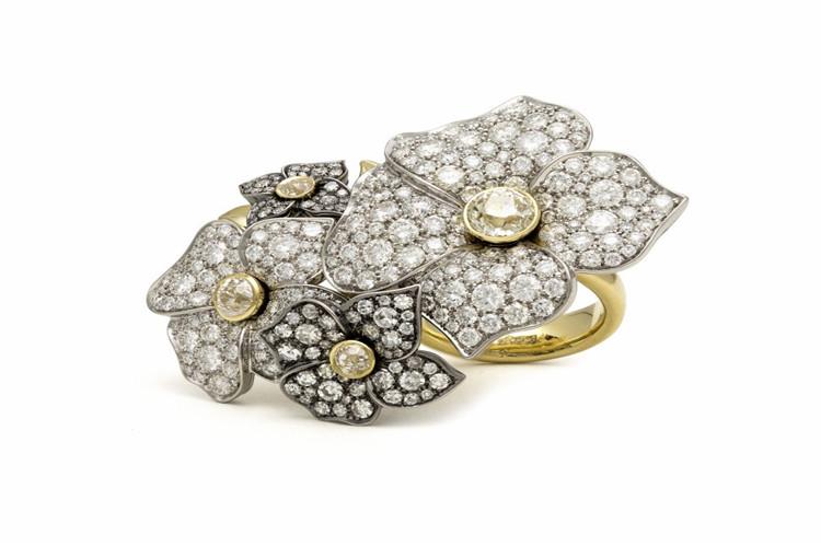 Sorellina花朵与几何格纹系列珠宝作品_珠宝图片