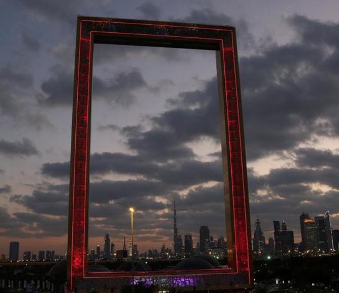 """迪拜3亿造新地标 """"迪拜画框""""金光闪耀"""