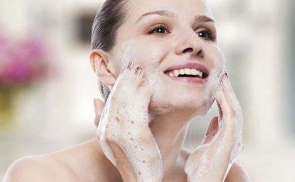 冬季如何保养干性皮肤 补水保湿七步曲