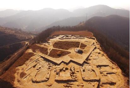 陕西延安发现4500年前遗址 目前出土玉器44件