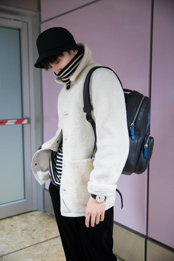 万宝龙×杨洋特别限量款双肩包 将简约大气与青春朝气巧妙融合