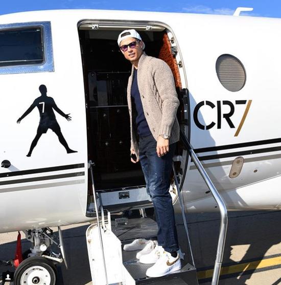 C罗私人飞机价值3200万欧称霸足坛 单次航程最远距离为12964公里