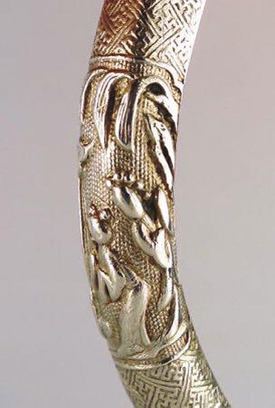 老银饰上的《牡丹亭》具有形象性和舞台性