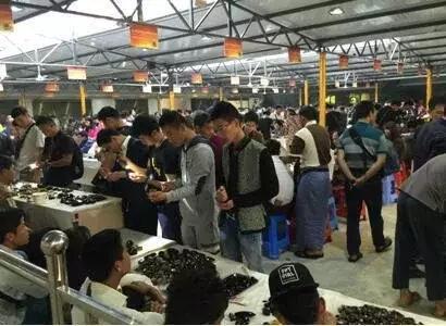 云南腾冲已发展成为世界最大的缅甸琥珀集散中心
