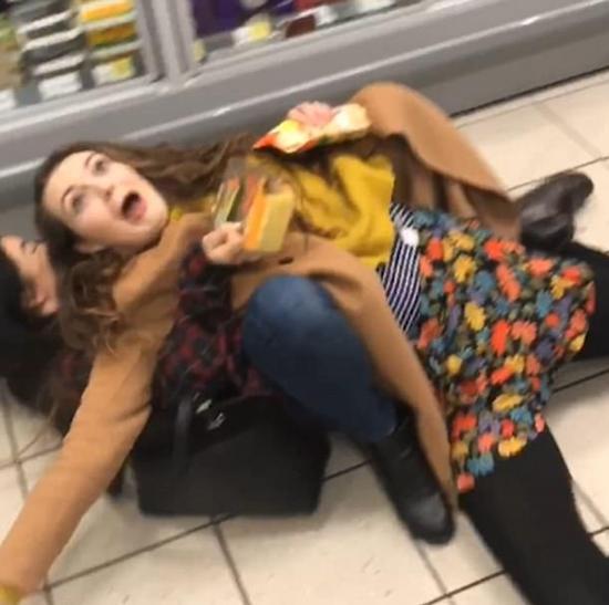 """伦敦三女孩""""信任跌""""考验朋友 结尾却令人忍俊不禁"""