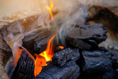 动力煤期货上周延续上涨态势 春节前或开始回调