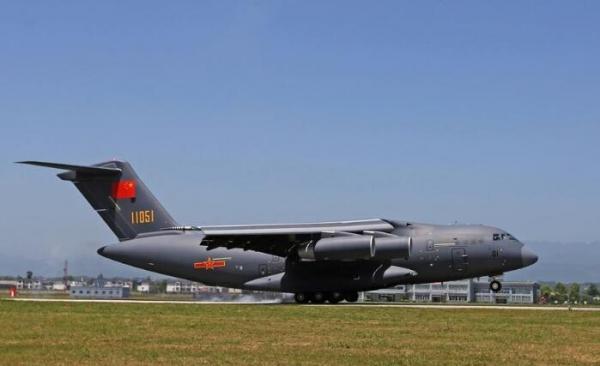 军网曝光国产飞机第6架运20 与C17成为世界现役最完美的两款运输机