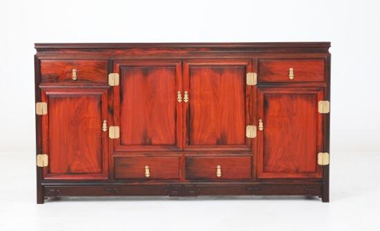 红木家具价格_大红酸枝独板三柜四抽餐边柜价格多少?