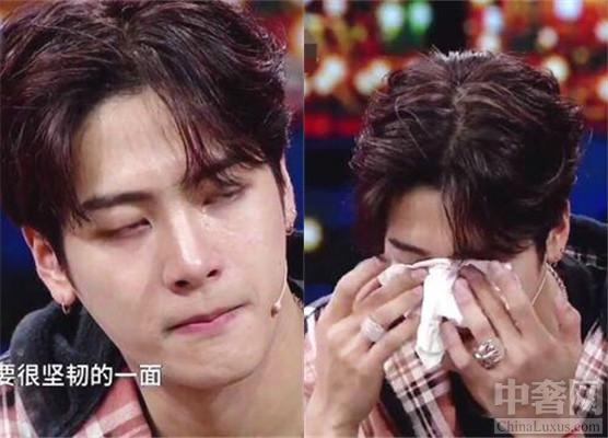 王嘉尔节目谈父母落泪 母亲为了照顾他吃了很多苦