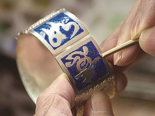 春节临近畲族手工银饰加工作坊订单倍增
