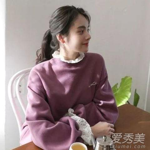 冬季蕾丝打底衫怎么搭配 大学t卫衣搭配蕾丝上衣时髦微甜