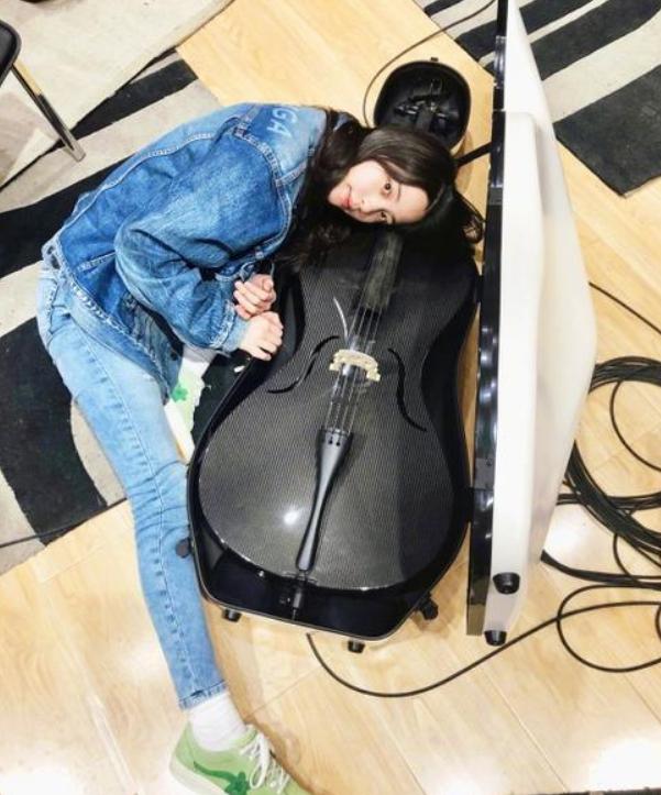 欧阳娜娜收新大提琴取爱心昵称 仍旧坚持音乐