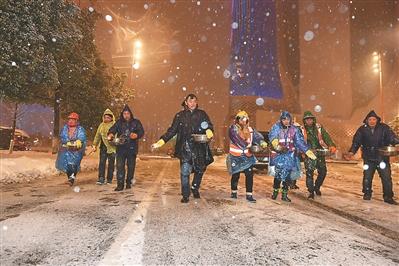 持续大雪导致南京融雪盐告急