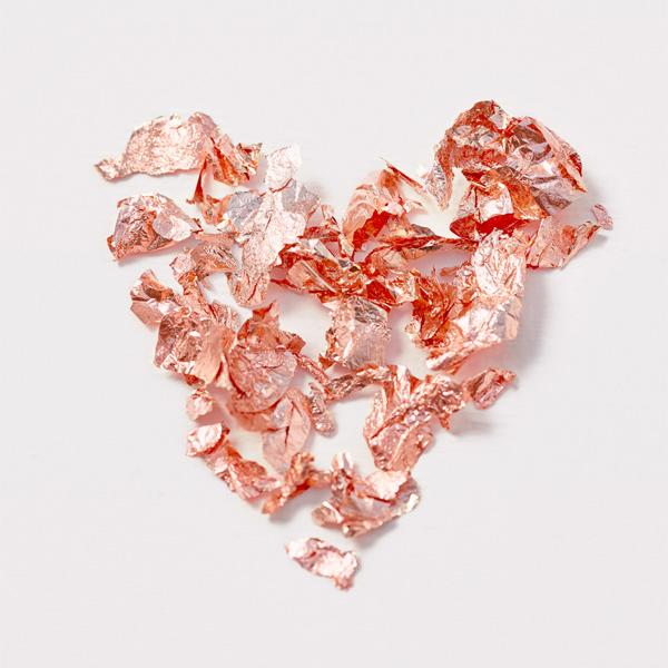 戴比尔斯永恒的钻石珠宝 记录情人节的浪漫感情与卓越成就