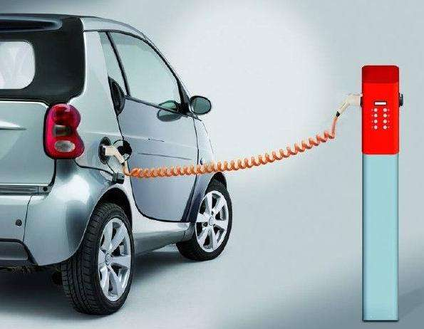 充电车位常被燃油车占据 应立法完善电动汽车充电网络