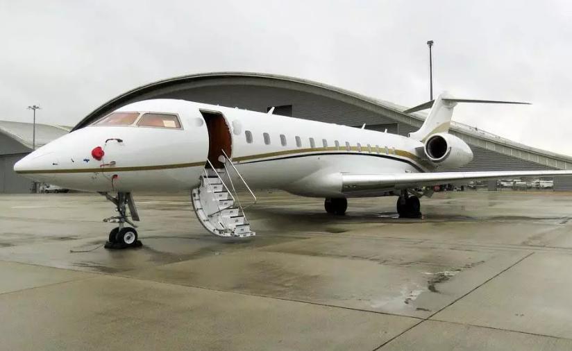 用私人飞机运毒 英国边防部队人员发现约500公斤的A级毒品可卡因