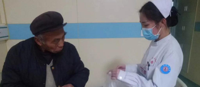 护士掏钱为病号买饭 护士长:帮助别人等于帮助自己