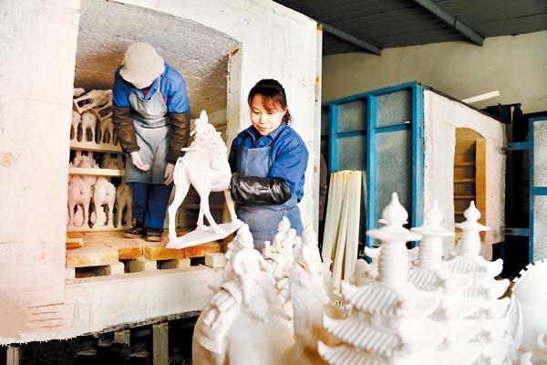 76家唐三彩传统煤柴窑变身绿色、环保的气窑和电窑