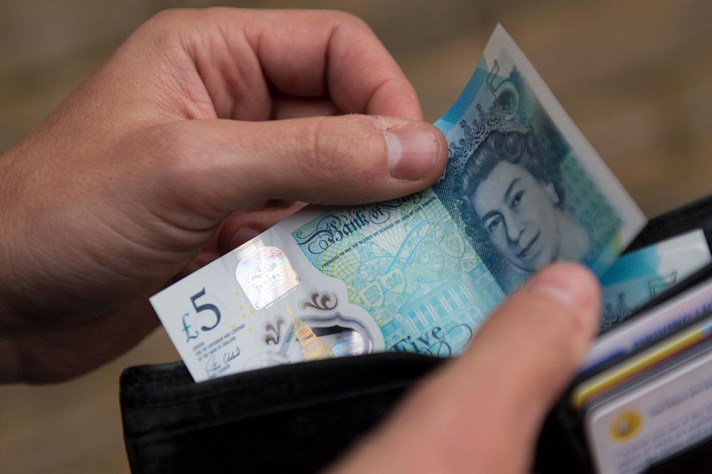 """英镑汇率大约被低估15% 这很""""不寻常""""!"""