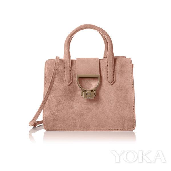 粉色甜美金饰时髦包包 情人节提升约会气氛