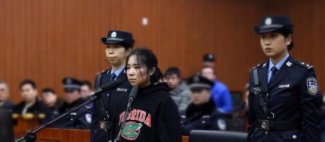 杭州保姆纵火案今天重新开庭 上午庭审情况如下