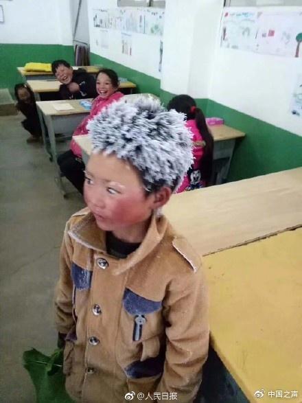 云南省长谈冰花男孩:我们做得不够 还有很大差距