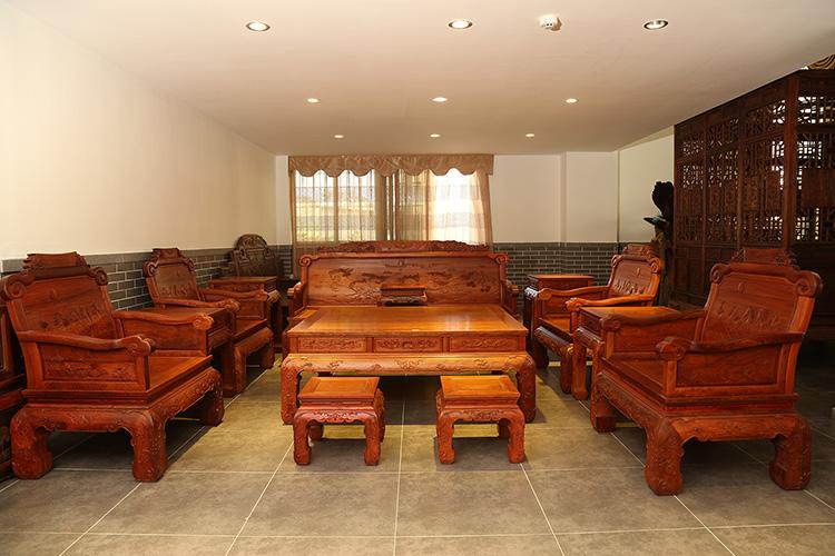 红木家具价格_缅甸花梨骏马图宝座沙发多少钱?