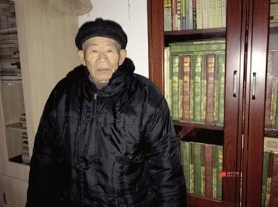 老人收藏毛主席语录、诗词等两千余件 筹办收藏展弘扬正能量