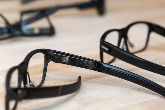 英特尔推智能眼镜:外观与普通眼镜几乎没区别