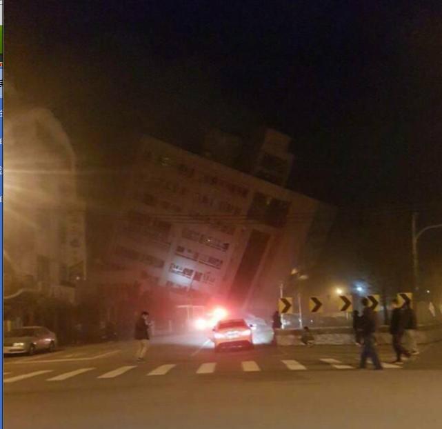 台湾花莲发生6.5级强震 行车记录仪拍下房屋倒塌瞬间