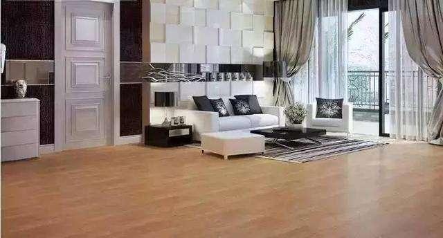 装修时瓷砖上能否直接铺地板