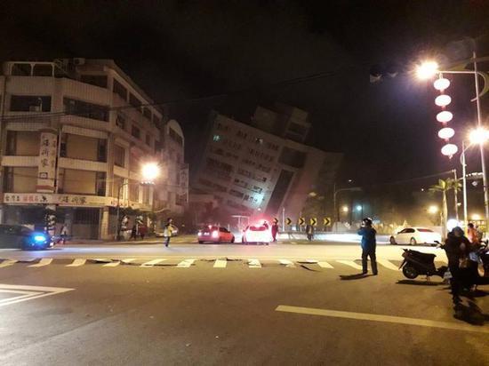 台湾花莲发生6.5级地震 多栋建筑物倒塌