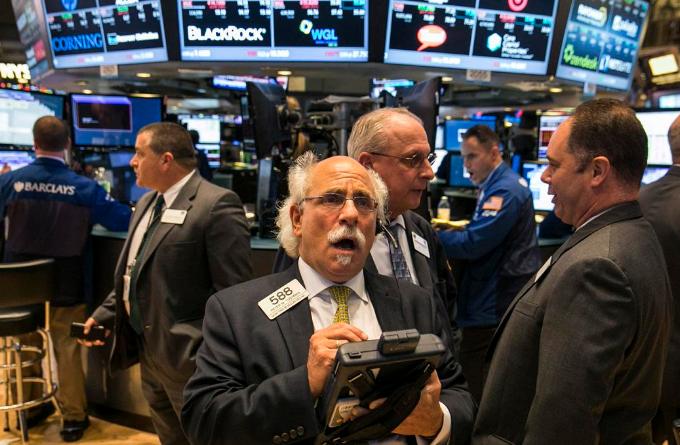 股市暴跌未带动避险 美元给予金价致命一击